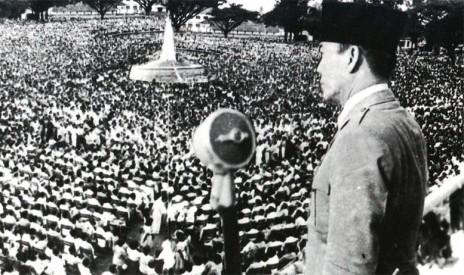 Bung-karno-Pidato-di-depan-Rakyat-464x275